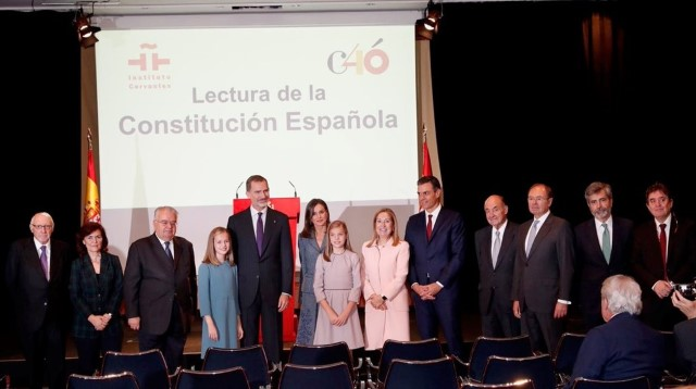 The President of the Constitutional Court attends the reading of the Constitution at the Cervantes Institute